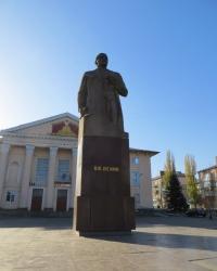 Памятник Ленину возле ДК им. Шевченко в Лутугино