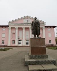 Памятник Ленину на площади Мира в Счастье