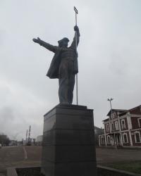 Памятник сталевару на площади К.Маркса в Алчевске