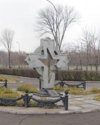Братская могила воинов-освободителей в сквере Ленинского комсомола в Алчевске