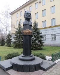 Памятник Ю.М.Воеводину в Алчевске