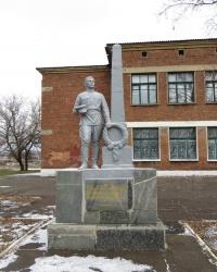 Братская могила возле школы №13 в Артемово