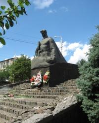 Воинский мемориал возле ДК революции в Брянке