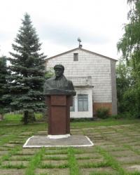 Памятник Ленину в селе Первомайское (Ясиноватский район)