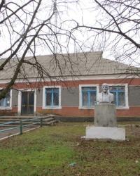 Памятник Ленину в селе Искра
