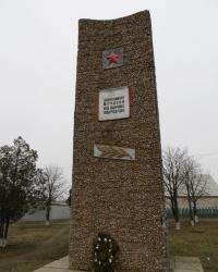 Памятный знак защитникам Отчизны в поселке Покровское