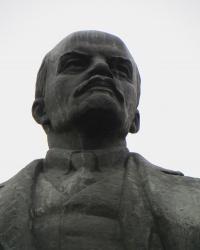 Памятник В.И.Ленину в центре Новониколаевки