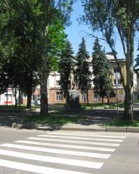 Памятник шахтеру возле Кировского исполкома в Донецке
