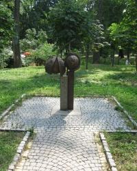 Памятник каштанам в Киеве