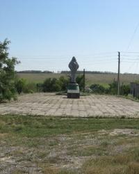 Памятник освободителям с.Новоселовка (Старобешевский р-н)