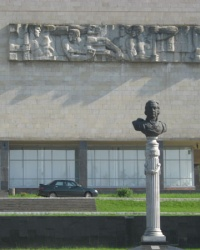Памятник основателю Луганска - Карлу Гаскойну