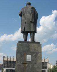 Памятник В.И. Ленину на площади Героев ВОв в Луганске