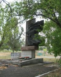 Памятник воинам и братская могила в с.Гусельщиково
