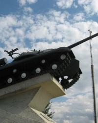 Памятник воинам-танкистам возле с.Коньково