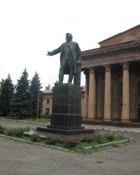 Памятник С.М.Кирову возле ДК Металлургов в Макеевке