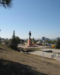 Памятник В.И.Ленину на центральной площади Бахчисарая