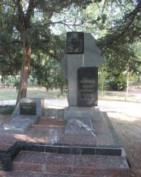 Памятник на могиле Г.Ф.Морозова в парке Салгирка в Симферополе