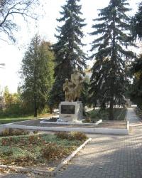 Памятник воинам - освободителям и героям ВОВ в Ждановке