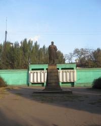 памятник Ленину возле проходной Енакиевского металлургического завода