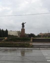 Памятник Ленину в начале проспекта Ильича в Мариуполе