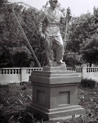 Памятник шахтеру возле ДК им.Островского в Донецке