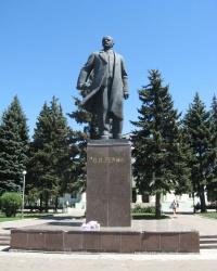 Памятник В.И.Ленину на центральной площади Харцызска