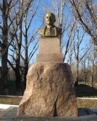 Памятник Ленину в поселке Мирное