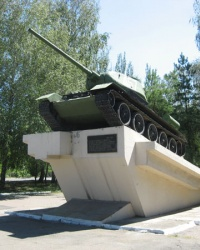 Танк на постаменте в Харцызске