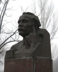 Бюст на могиле поэта Беспощадного П.Г. в Горловке