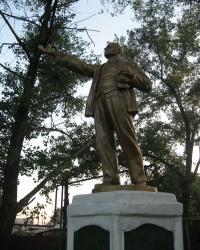 Памятник Ленину в Перевальске