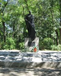 Мемориал и братская могила в селе Красноармейское