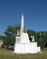Памятник землякам, погибшим в годы ВОВ, в селе Красноармейское