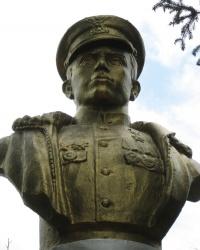 Памятник Герою Советского Союза Алехнович Е.А. в Зугресе