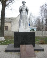 Братская могила советских воинов в Очеретино