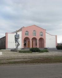 Памятник воинам, погибшим в годы ВОВ, в селе Новоселовка Первая