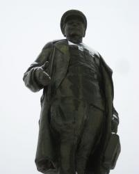 Памятник С.М.Кирову в Шахтерске