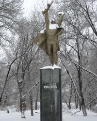 Памятник воинам в парке Шевченко города Шахтерск