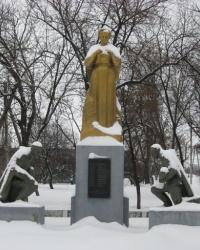 Братская могила возле ДК им.Ленина в Торезе