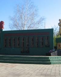Воинский мемориал в пгт. Александровка