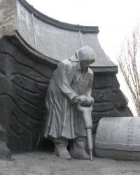 Памятник рабочим, погибшим при взрыве динамита на проходке №17 в 1928 году