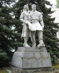 """Скульптура рабочих возле """"ДК Машиностроителей"""" в Дружковке"""