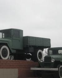 """Памятник """"Автомобилю-воину, автомобилю-труженику"""" в Донецке"""