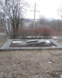 Братская могила в парке Донецкого коксохимического завода