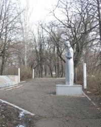 """Воинский мемориал в сквере шахты """"6 Капитальная"""" в Донецке"""