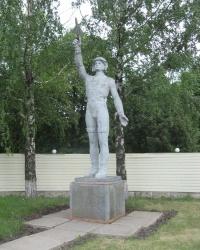 Скульптура летчика возле в/ч 4104 в Чугуеве