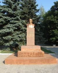 Памятник Ленину в поселке Володарское
