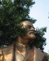 Бронзовый Ленин по ул.Урицкого в Бердянске