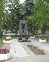 Памятник пионеру-герою Толе Балабухе в Мариуполе