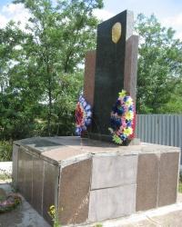 Братская могила в селе Ленинское