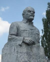 Памятник В.И.Ленину в селе Многополье
